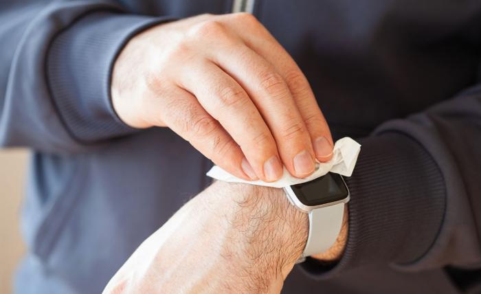 Întreținerea și igienizarea unui smartwatch